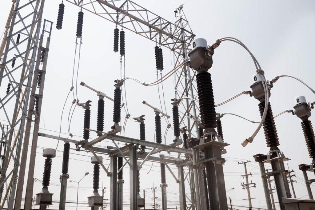 低圧受電と高圧受電の違いと契約変更するメリットとデメリット